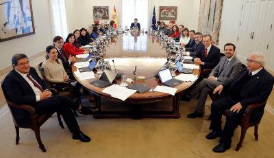 Primera reunión del Consejo de Ministros del gobierno.